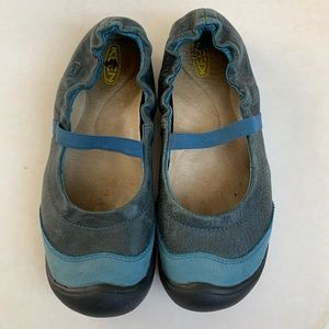 Keen leather flats
